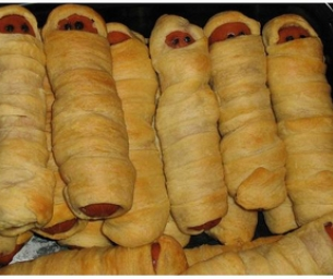 Mummy Dogs! Fun Halloween Food