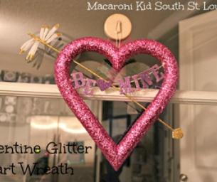 Glitter Heart Valentine Wreath