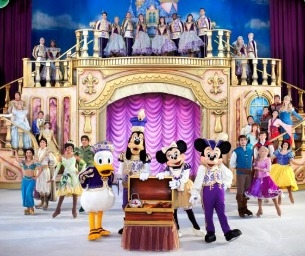 GIVEAWAY!!!  Win 1 of 4 Family 4-Packs to Disney On Ice