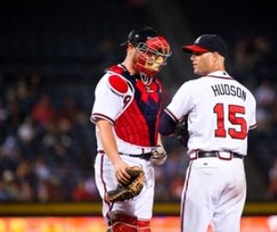Atlanta Braves' Tim Hudson Gives Advice