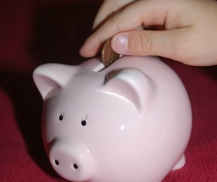 10 Tips to Help You Raise a Money-Savvy Kid